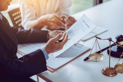 ARAG Lebensversicherung Vertrag wird geprüft
