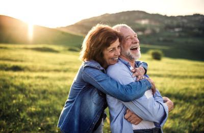 Betriebliche Altersvorsorge macht Rentnerpärchen glücklich