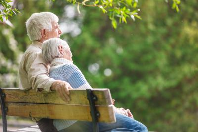 Ergo Lebensversicherung Versicherte auf der Bank