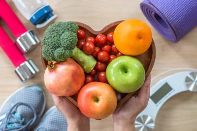 Damit die Lebensversicherung genutzt werden kann helfen buntes Obst und Gemüse