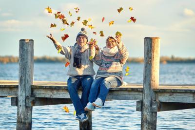 Auszahlung der Kapitallebensversicherung macht Paar glücklich