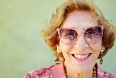 Oma mit kapitalbildender Lebensversicherung